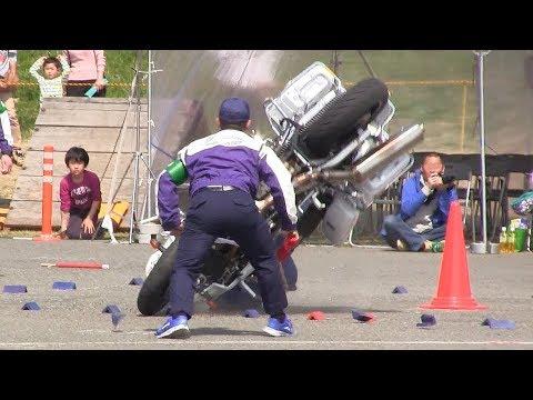 地面に突き刺さる白バイ! 激しくクラッシュ 転倒 3交機 アクシデント 東京 第41回 警視庁 白バイ大会 Japanese Police Motorcycle Crash