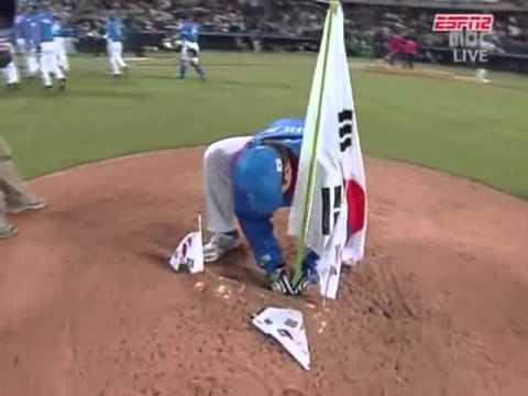 イチロー 無礼な韓国に激昂する! Ichiro Suzuki was quite angry at rude Korean behavior WBC 2006  JAPAN vs KOREA