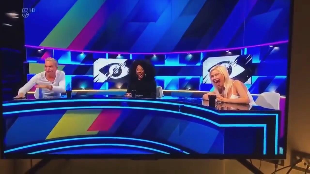 テレビの生中継で 撮影された恥ずかしい瞬間! TOP10