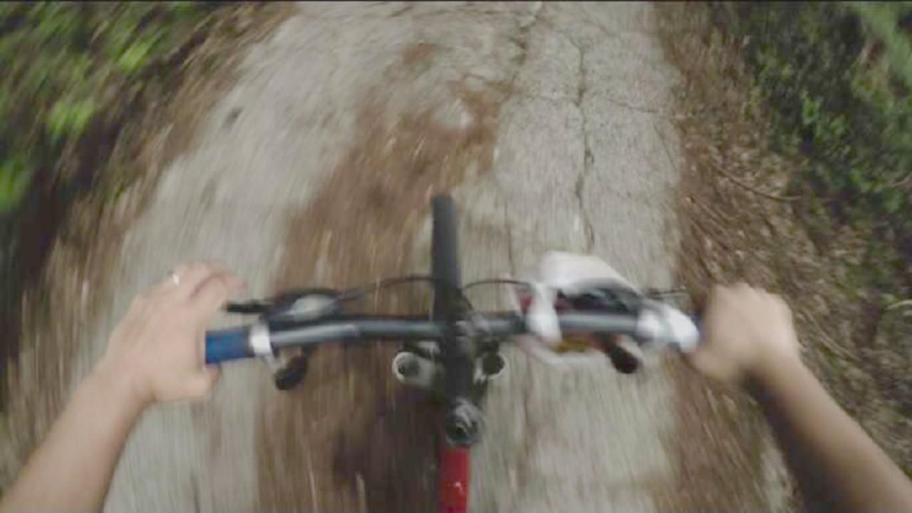 【衝撃】恐怖!林道でサイクリング中に謎の生命体と遭遇した映像が こちら Encounter mysterious creature