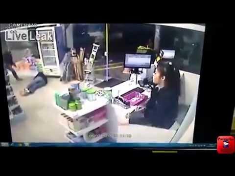 【衝撃】たまたま非番の警官が居るコンビニに強盗した結果
