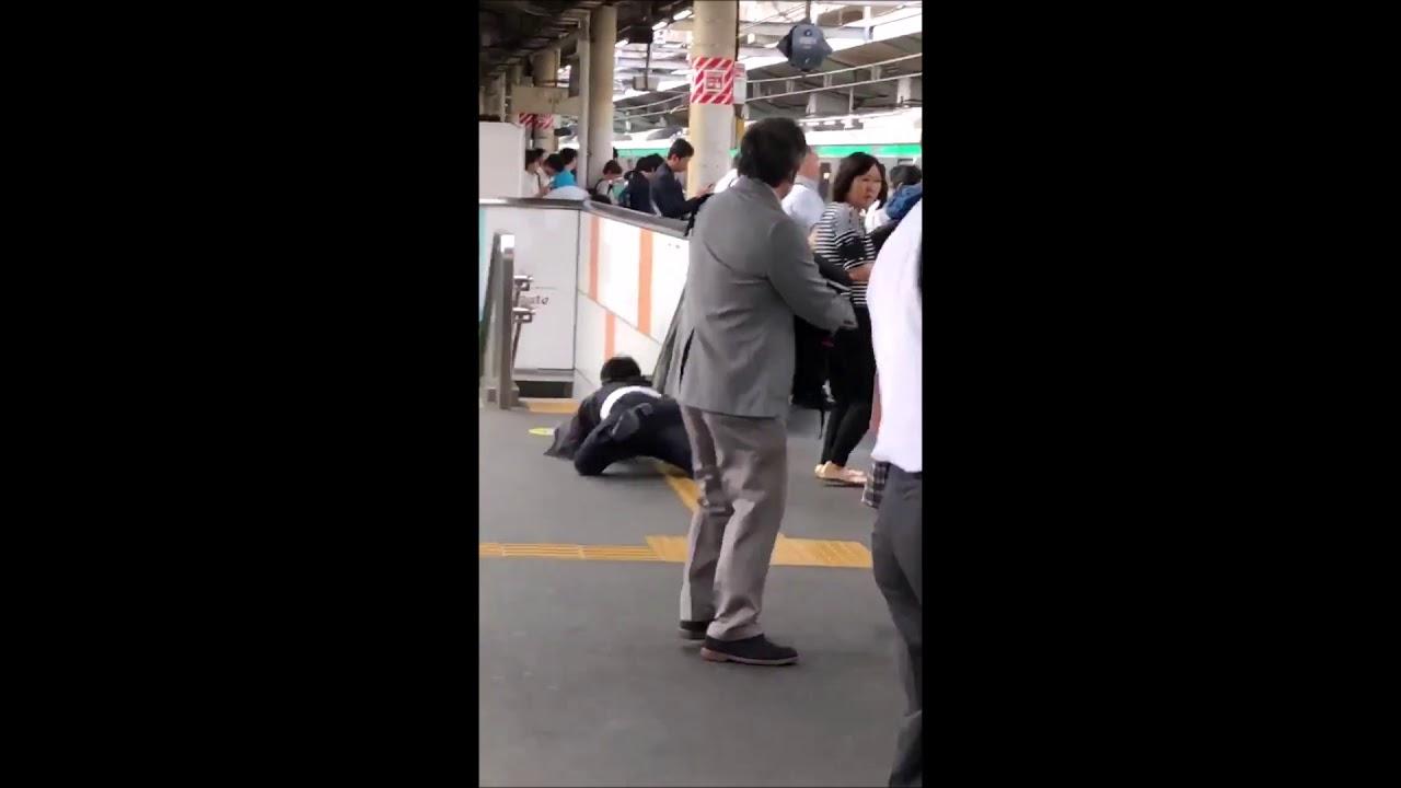 【赤羽駅ホーム】痴漢をし女子高生に追われるオッサン